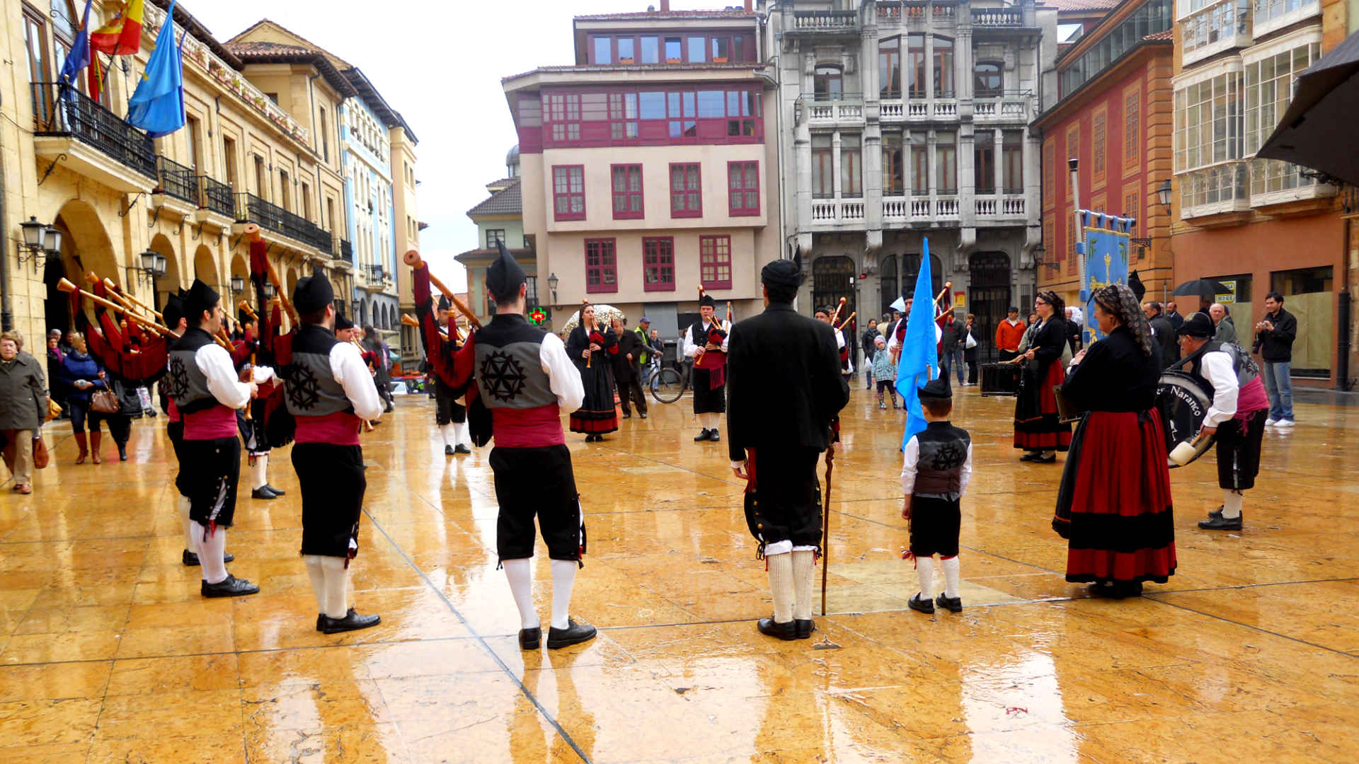 Traditionelle Musiker in Stadt in Asturien